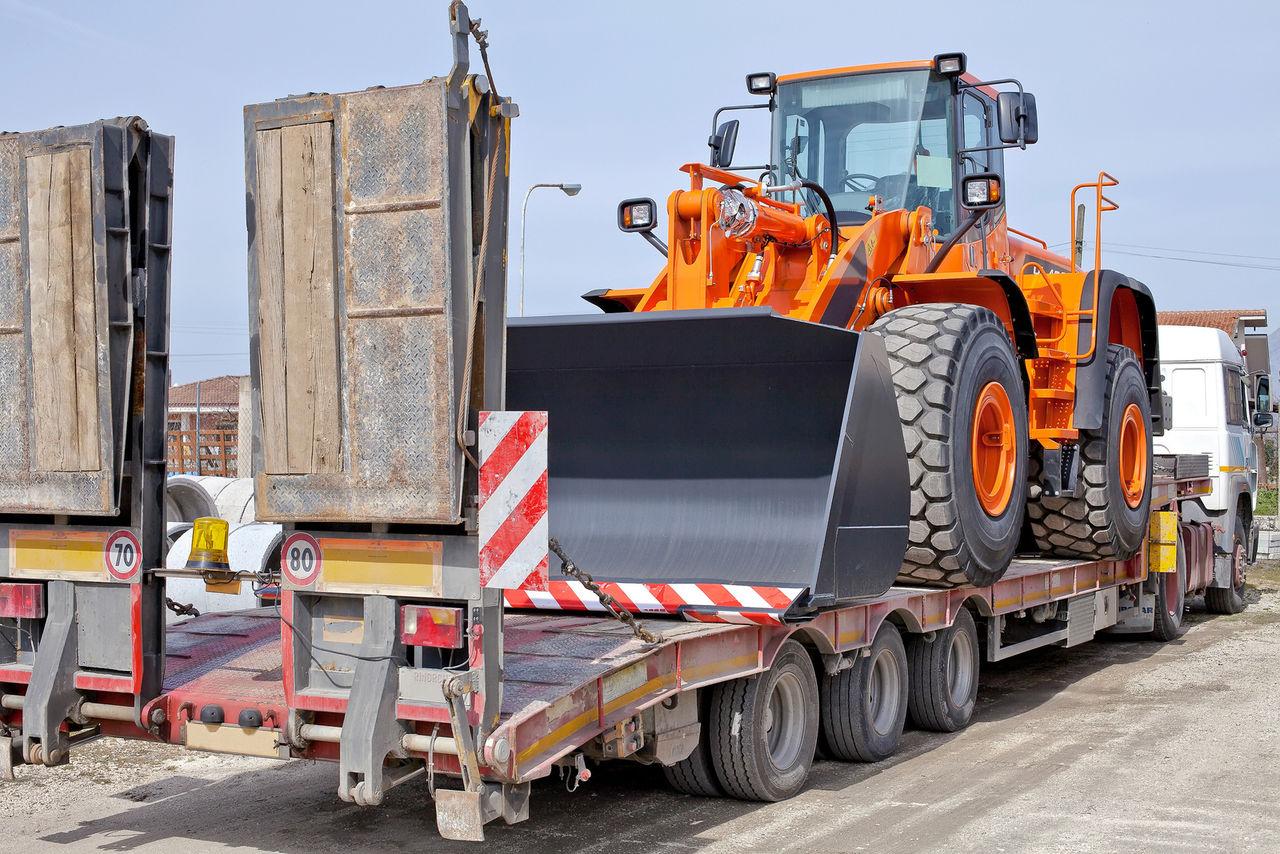 грузовики и спецтехника на авито абакан