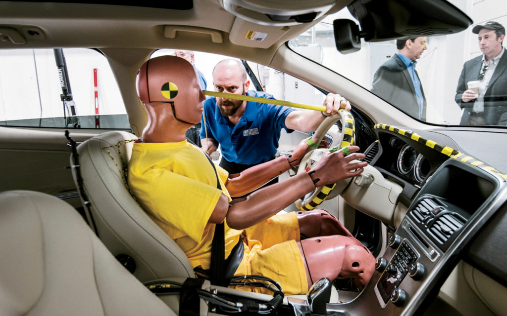 Краш-тест автомобиля Мазда