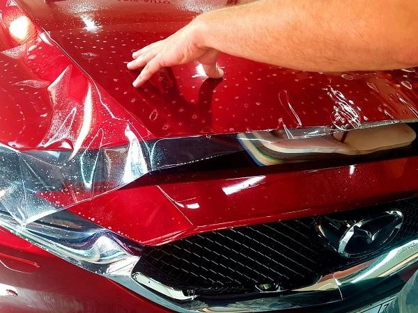 От чего зависит цена оклейки автомобиля пленкой?