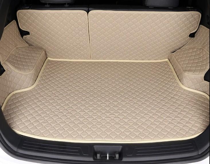 светлый коврик для багажника автомобиля